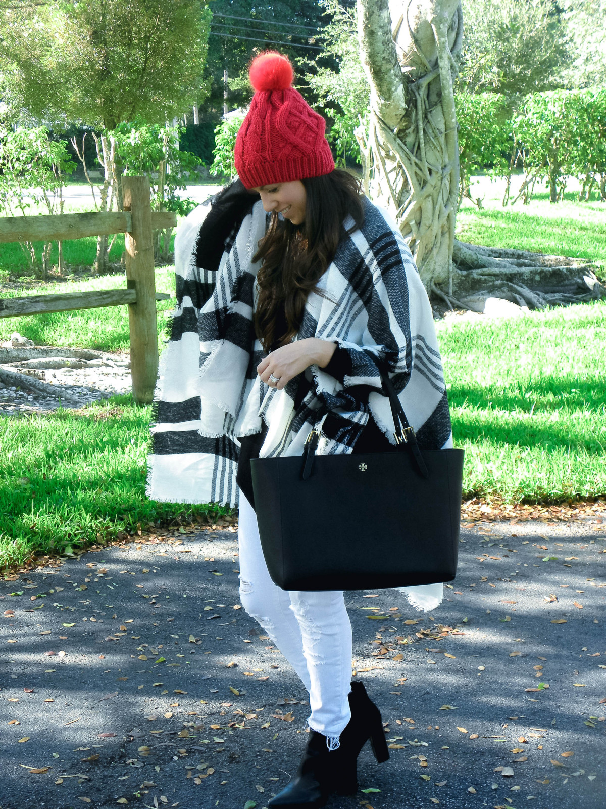 wearing white jeans in winter, how to style white jeans