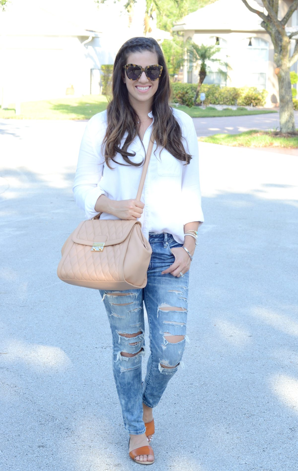 White button down, Distressed skinnies
