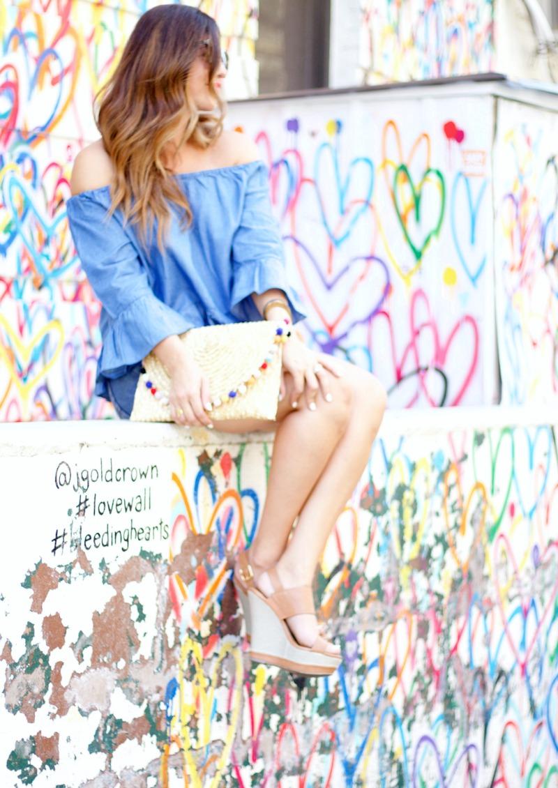 NYC love graffiti wall, Soho hearts graffiti wall, fashion blogger photoshoot NYC
