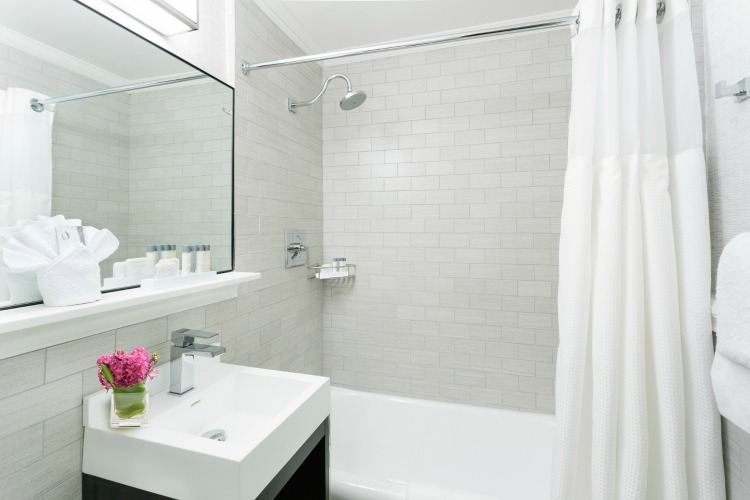 Boston Park Plaza King Deluxe Bathroom