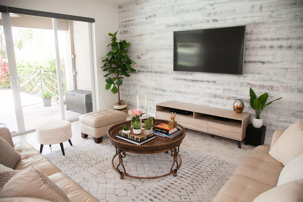Living Room Decor :: Stikwood Accent Wall :: Round Coffee Table :: Fiddle Leaf Fig Tree