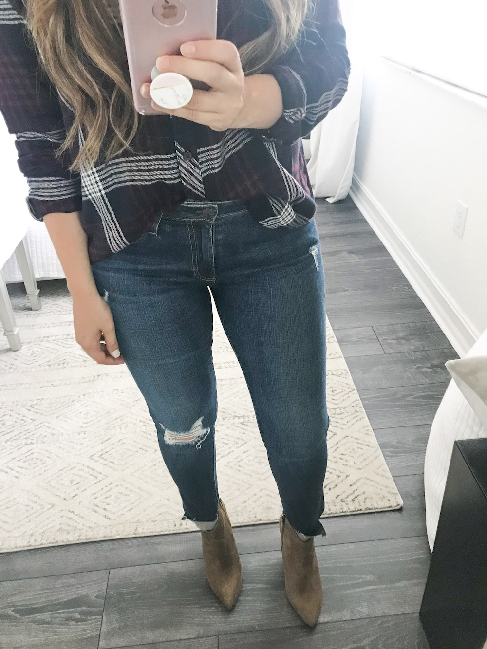 AG The Legging Ripped Ankle jeans